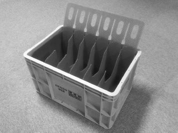 『アクセルペダル用通い箱仕切り』